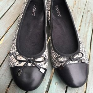 Women's Vionic Faux Snakeskin Leather Flats Size 9